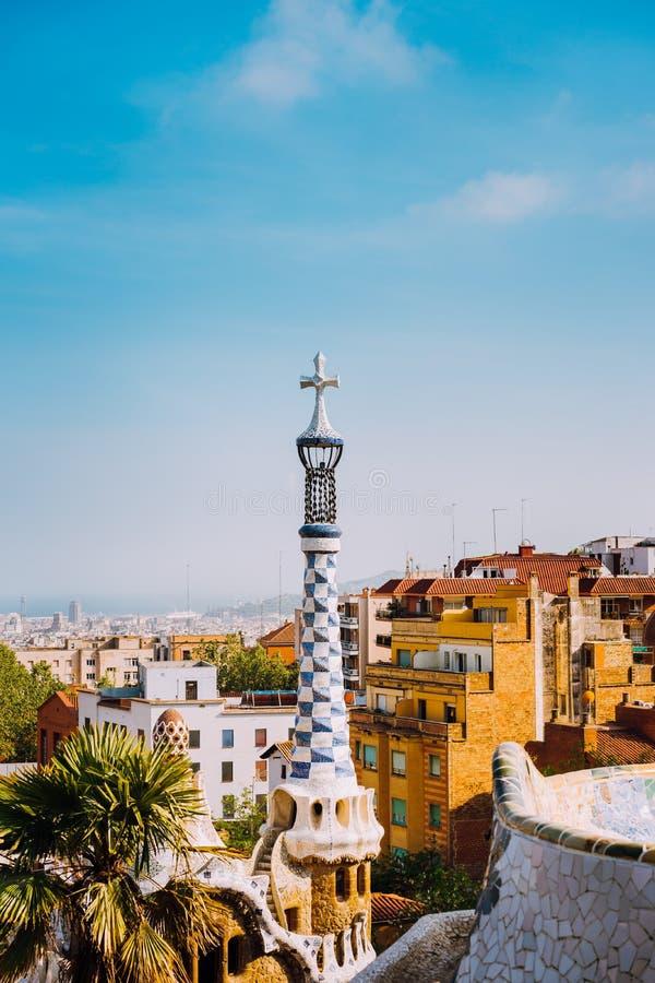 Parkera Guel, Barcelona, Spanien Berömt exempel av unik mosaikarkitekturbyggnad Turist mest besöka läge royaltyfri fotografi