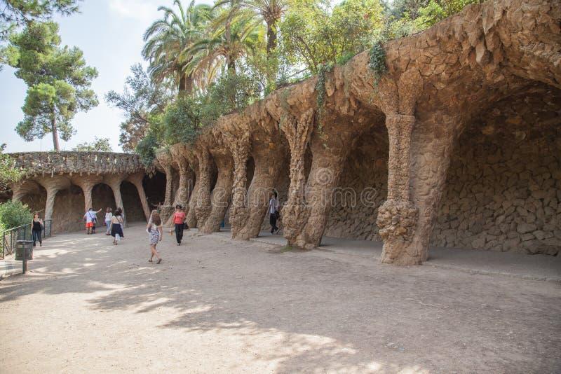 Parkera Guell arkitektur av Antoni Gaudi i Barcelona royaltyfri bild