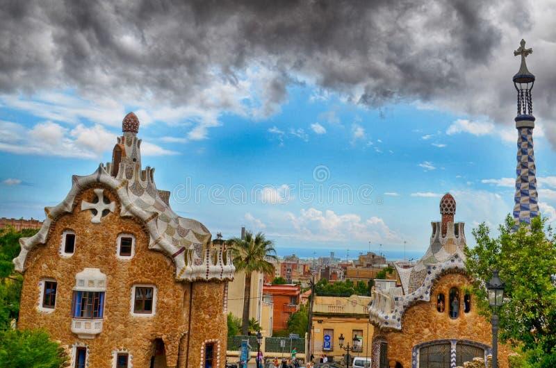 Parkera Guell av arkitekten Gaudi i en sommardag i Barcelona arkivbild