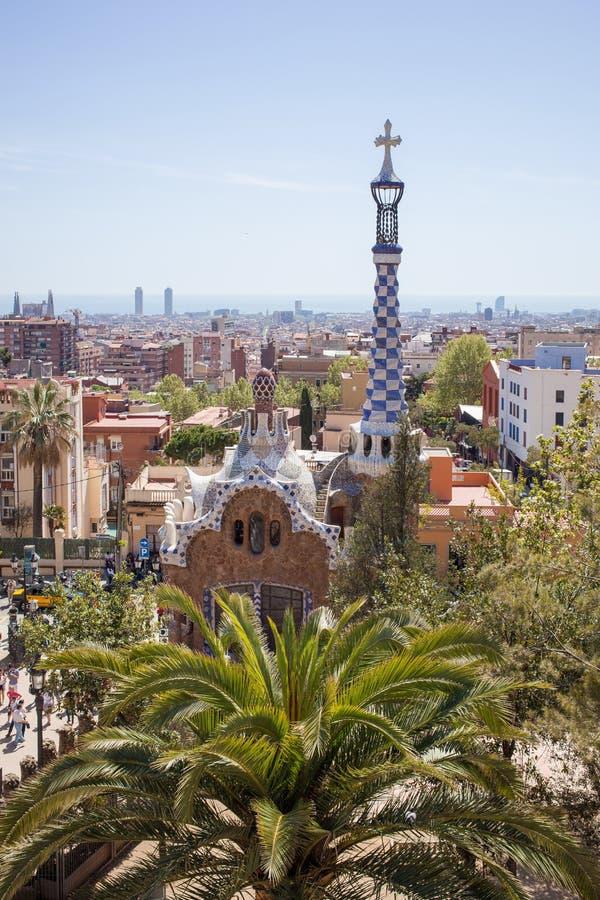Parkera Guell av arkitekten Gaudi i en sommardag, Barcelona, Spanien arkivfoto