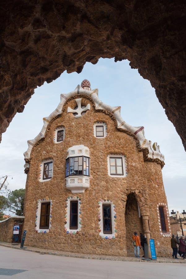 Parkera Guell, pepparkakahuset, Barcelona royaltyfri fotografi