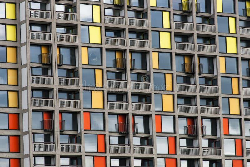 Parkera kullebostadsomr?det som regenereras av stads- f?rgst?nk i Sheffield - Sheffield, F?renade kungariket - 13th September 201 royaltyfri foto