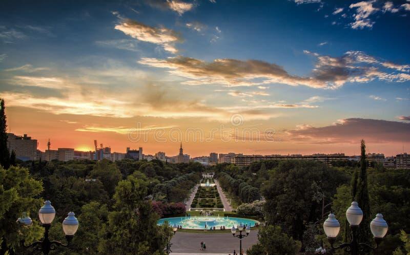 Parkera Labordeta på solnedgången i Zaragoza royaltyfri bild