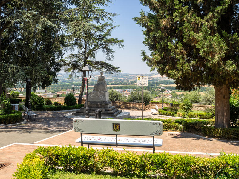 Parkera Milziade Magnini i keramisk stad av Deruta i Umbria royaltyfria bilder