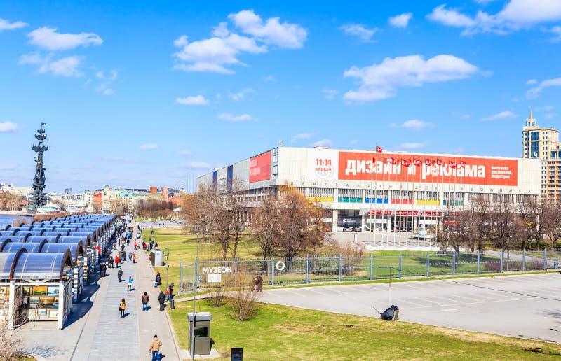 Parkera Museon Centralt hus av konstnären Tretyakov Gallery arkivbild