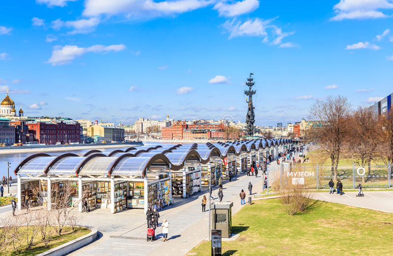 Parkera Museon Centralt hus av konstnären Tretyakov Gallery royaltyfri foto