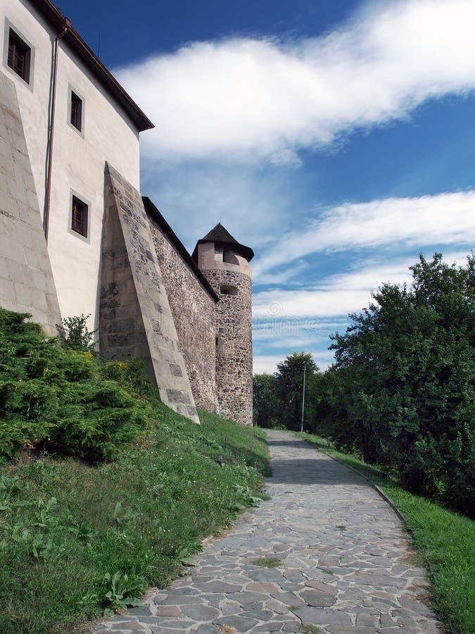 Parkera nedanför den Zvolen slotten, Slovakien arkivfoton