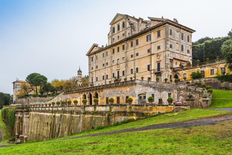Parkera och villan Aldobrandini i Frascati, Italien arkivfoto