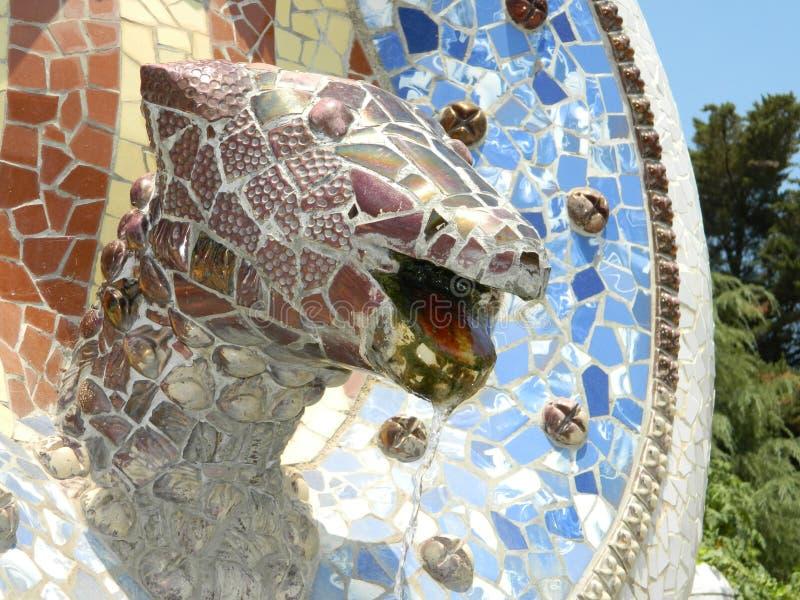 Parkera skulptur för den Guell drakemosaiken fotografering för bildbyråer