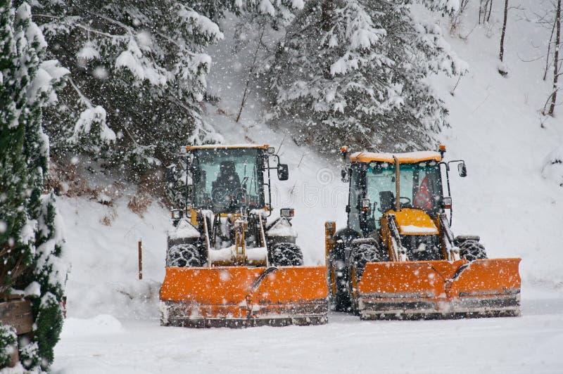 Parkerad snöplog i vinter arkivbilder