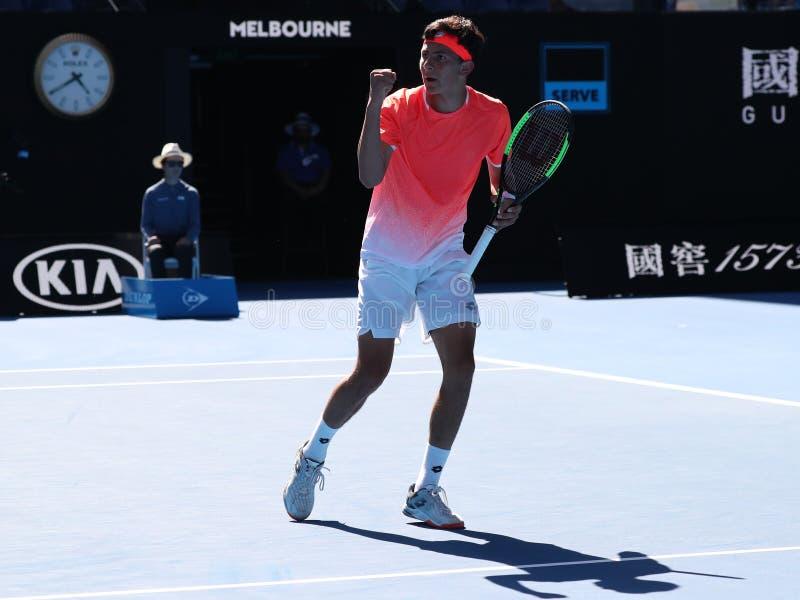 2019 parkerar australisk öppen finalist Emilio Nava av Förenta staterna i handling under hans pojkars singelfinalmatch i Melbourn fotografering för bildbyråer