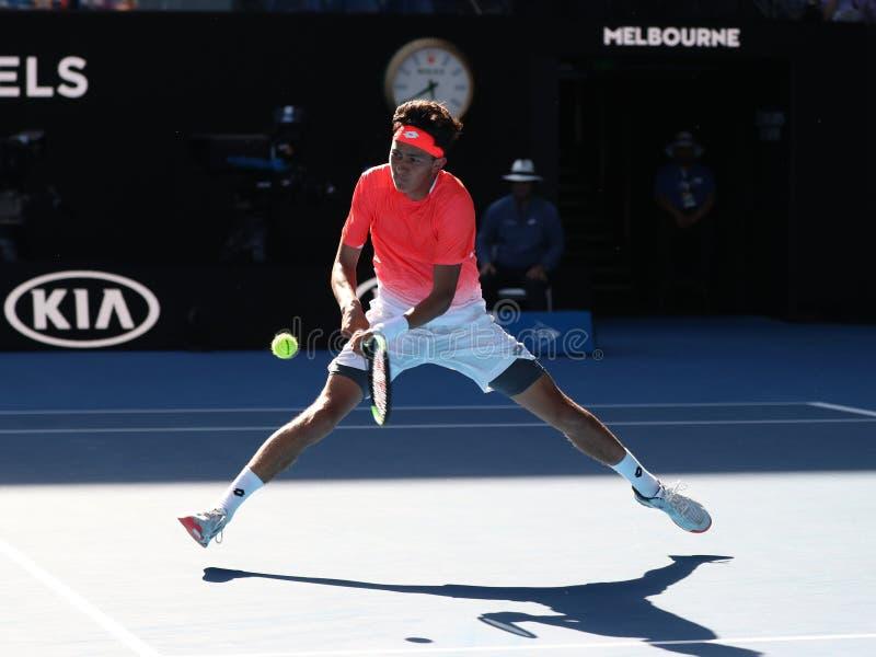 2019 parkerar australisk öppen finalist Emilio Nava av Förenta staterna i handling under hans pojkars singelfinalmatch i Melbourn royaltyfri foto