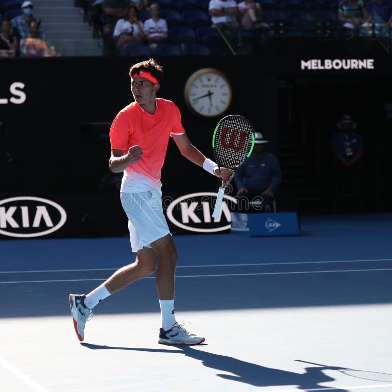 2019 parkerar australisk öppen finalist Emilio Nava av Förenta staterna i handling under hans pojkars singelfinalmatch i Melbourn arkivfoton