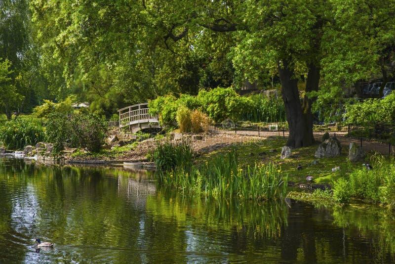 Parkerar den trädgårds- ön för japan i regenter royaltyfria bilder