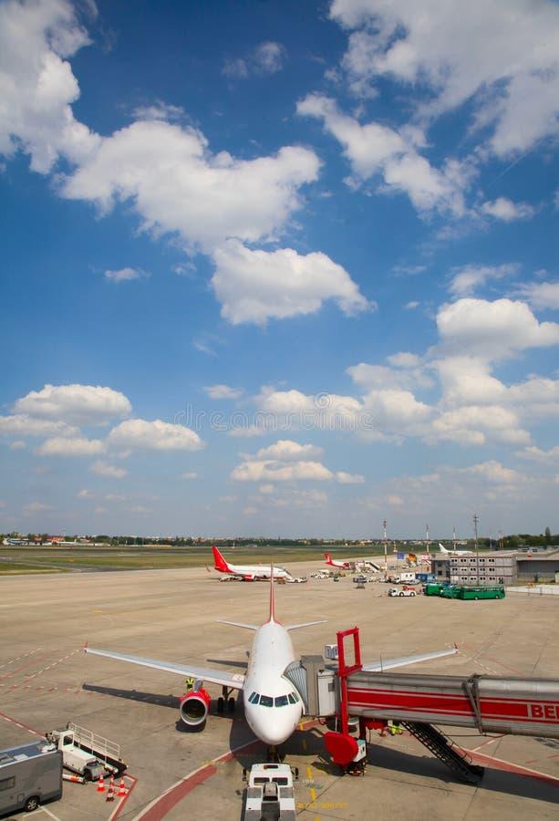 parkerat flygplan fotografering för bildbyråer