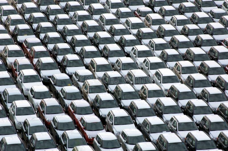parkerat nytt för bilar arkivbilder