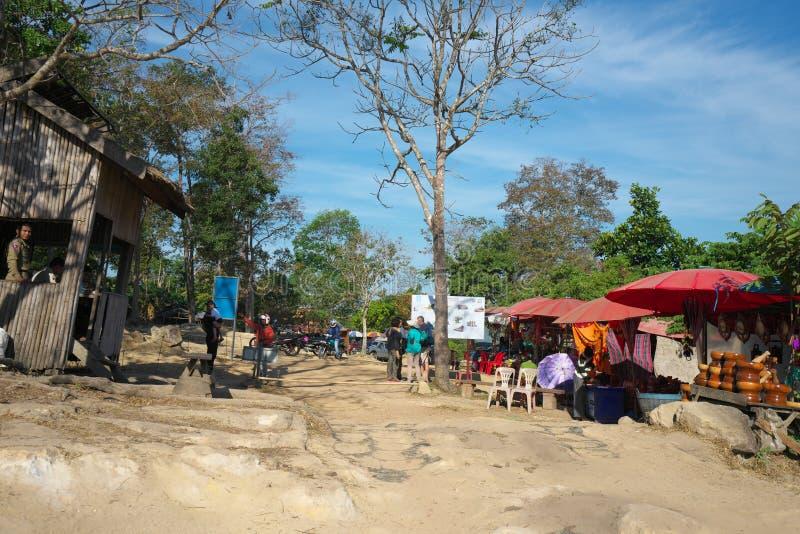Parkering och testpunkt av den Preah Vihear templet, Cambodja royaltyfri bild