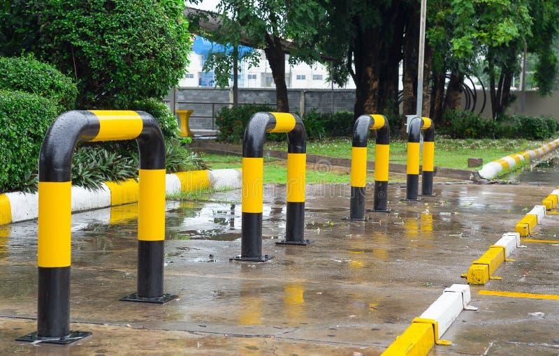 Parkeringsplats Thailand som parkerar tecknet som är tomt, inga personer arkivbilder