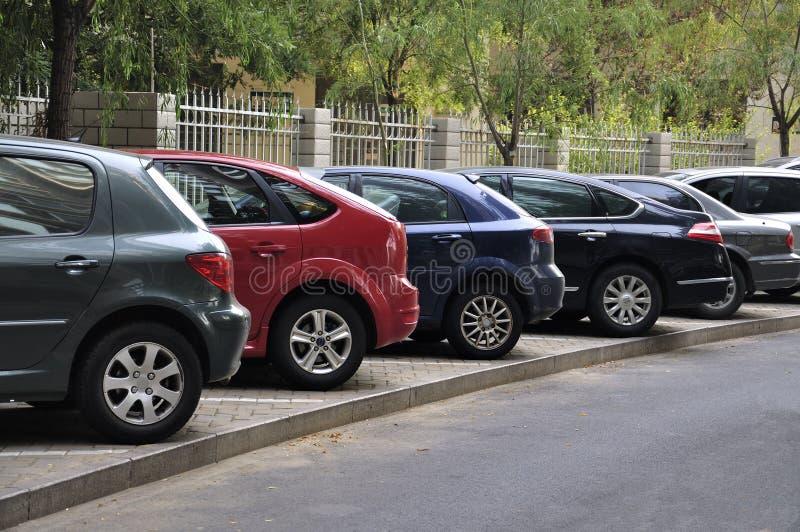 Parkeringsplatsbilar royaltyfria foton