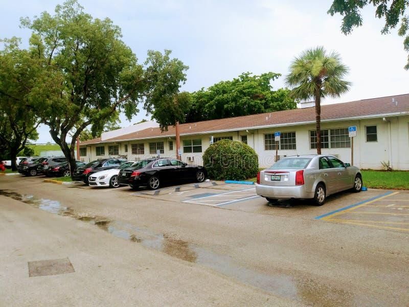 Parkeringsplatsen på Rand Eye Institute visas i detta mappfoto på Juli 30, 2018 i Fort Lauderdale, Florida, USA royaltyfria foton
