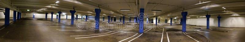 Parking d'intérieur vide photographie stock