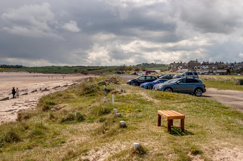 Parking de plage et d'Alnmouth photographie stock