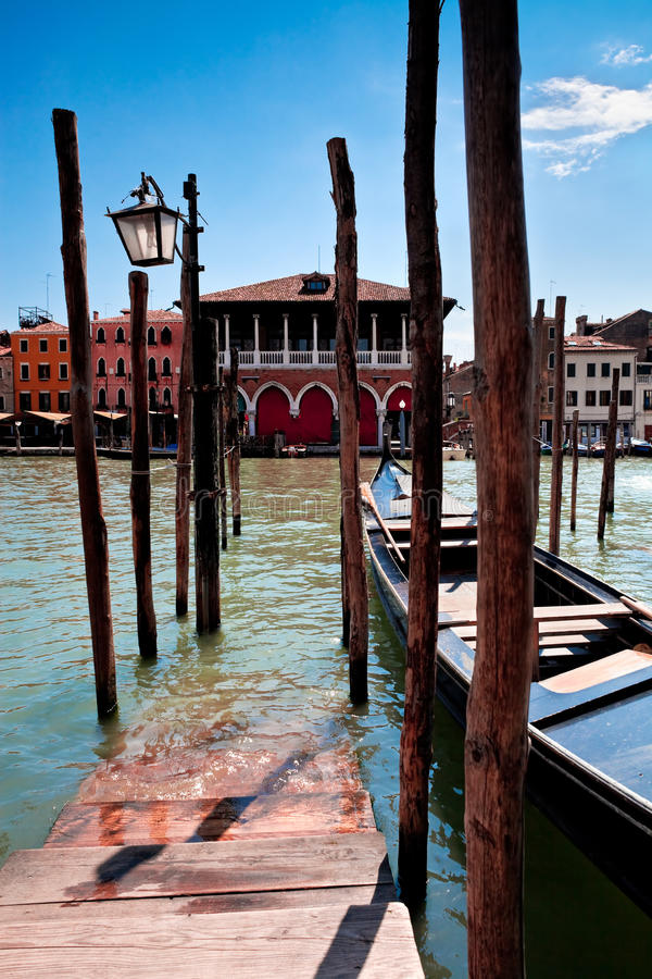 Parking pour des gondoles à Venise photographie stock
