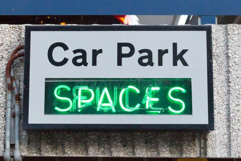 Parking Samochodowego Neonowy znak zdjęcie stock