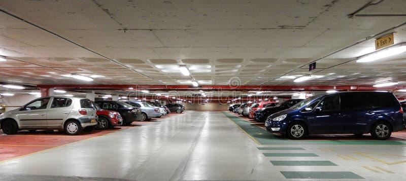 Parking samochodowego wnętrze fotografia stock