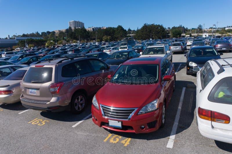 Parkings avec beaucoup de véhicules en San Francisco California Etats-Unis photographie stock libre de droits