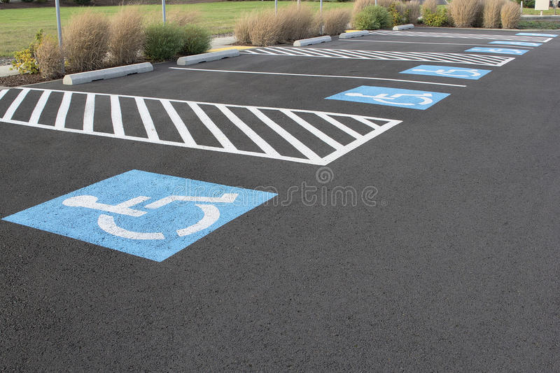 Parkings handicapés photo libre de droits