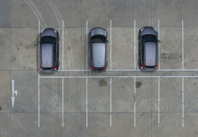 Parkings vides dans le supermarché, vue aérienne photos libres de droits