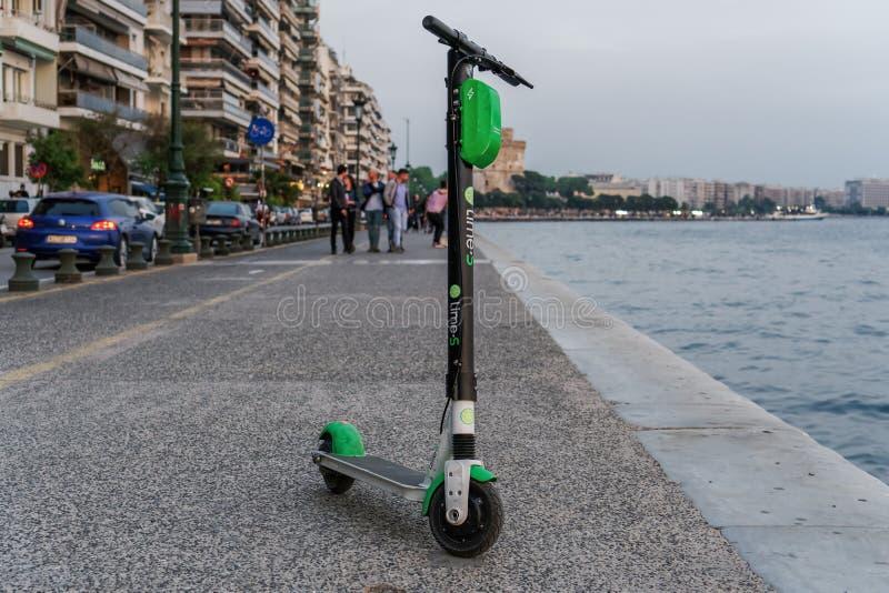 Parkkalk-elektrische Rollermiete ohne Passagier lizenzfreie stockfotografie