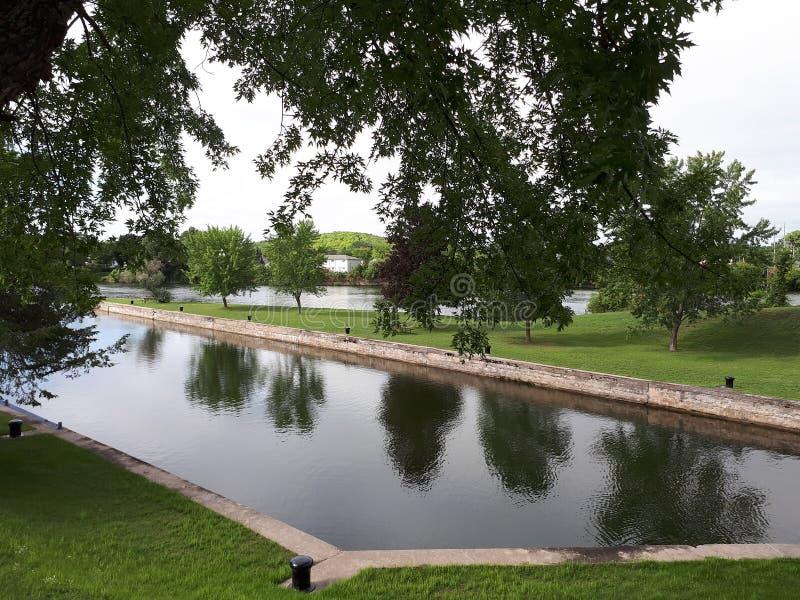 Parkland вдоль канала реки Trent стоковые изображения rf