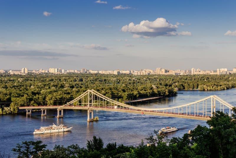 Parkovyi bro till den Trukhaniv ön royaltyfria foton