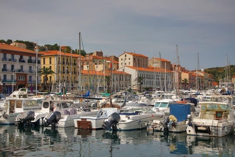 Parkować łodzie Portowi vendres Francja Czerwiec 13, 2015 obraz stock