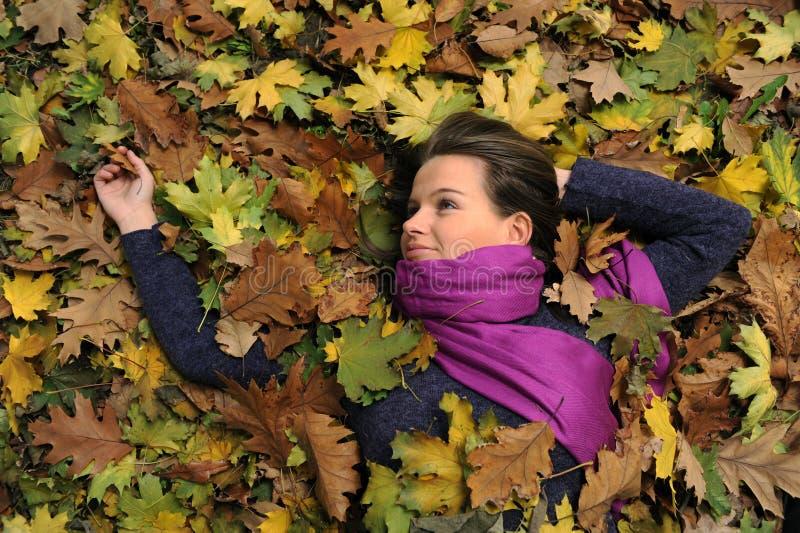 parkowa jesień kobieta zdjęcia stock