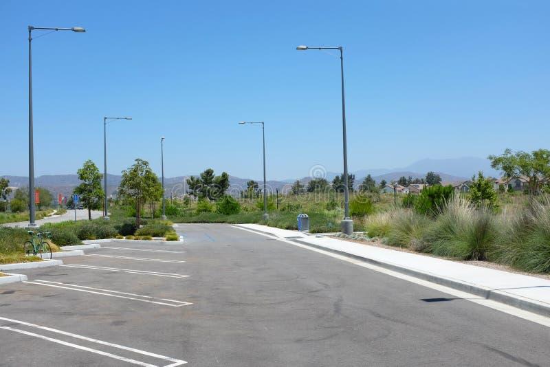 Parkplatz angrenzendes ot der Bereich Bosque-offenen Raumes des großen Parks stockfotografie