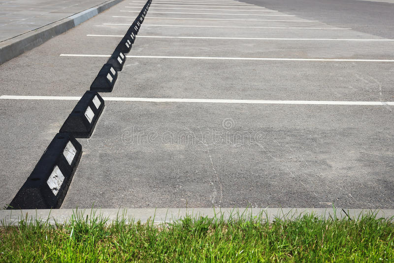 Parkplatz Leerer Raum Parkplatz Parkplatz im Freien lizenzfreies stockfoto