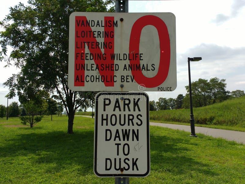 Parkregels, Richard A Rutkowskipark, Bayonne, NJ, de V.S. royalty-vrije stock afbeeldingen