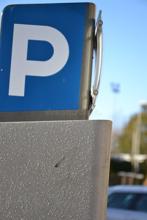 Parkuhrzeichen und -struktur stockbild