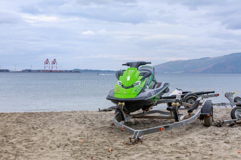 Parkująca Dżetowa narta w Subic zatoki plaży obraz royalty free