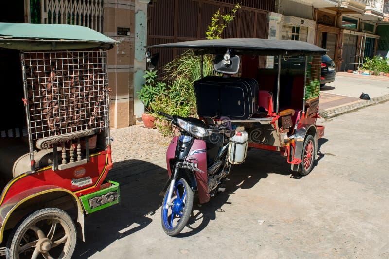 Parkujący tuk-tuks w Phnom Penh Kambodża obraz royalty free