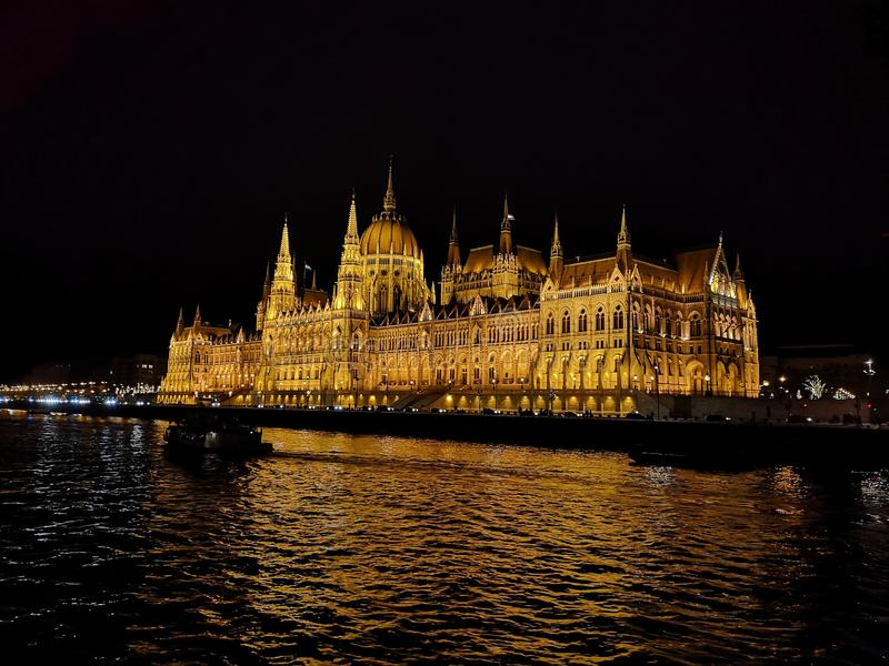 Parlament p? natten arkivbilder