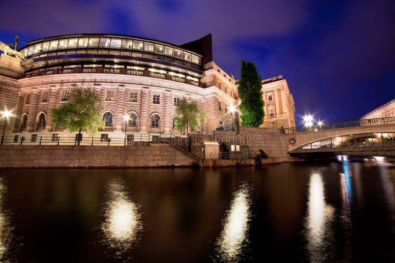 Parlamentbyggnad i Stockholm, Sverige på natten royaltyfri bild