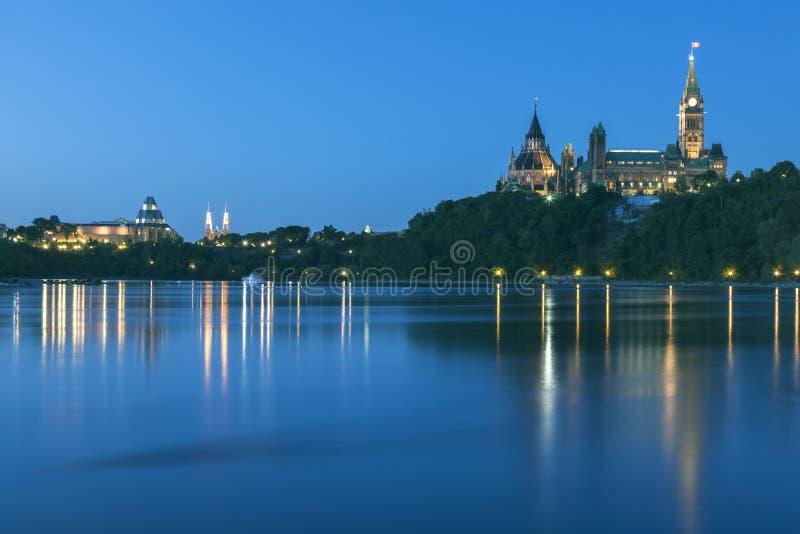 Parlamentu wzgórze i Ottawa rzeka obraz royalty free
