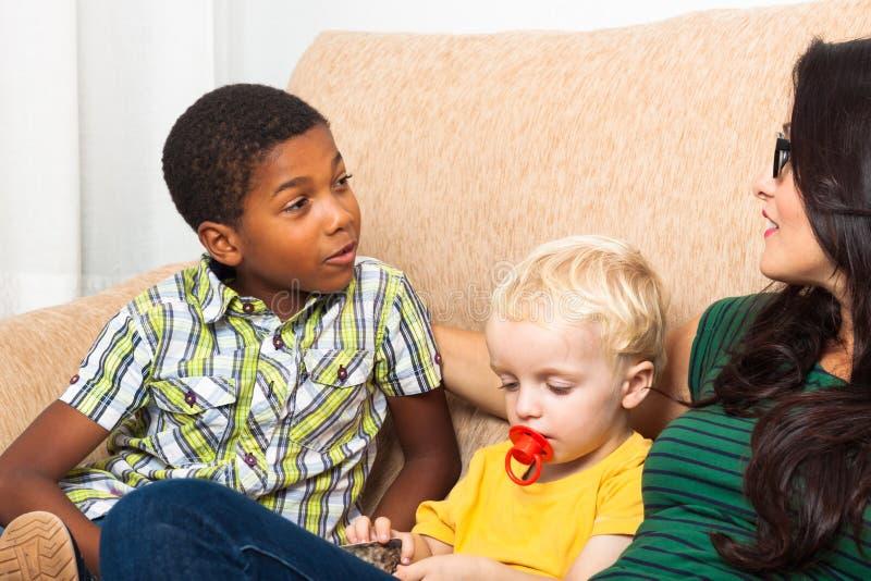 Parlare Dei Bambini Immagine Stock