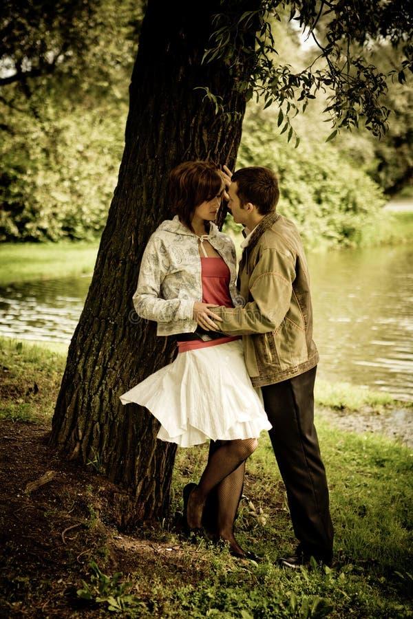 Parler de couples photographie stock libre de droits