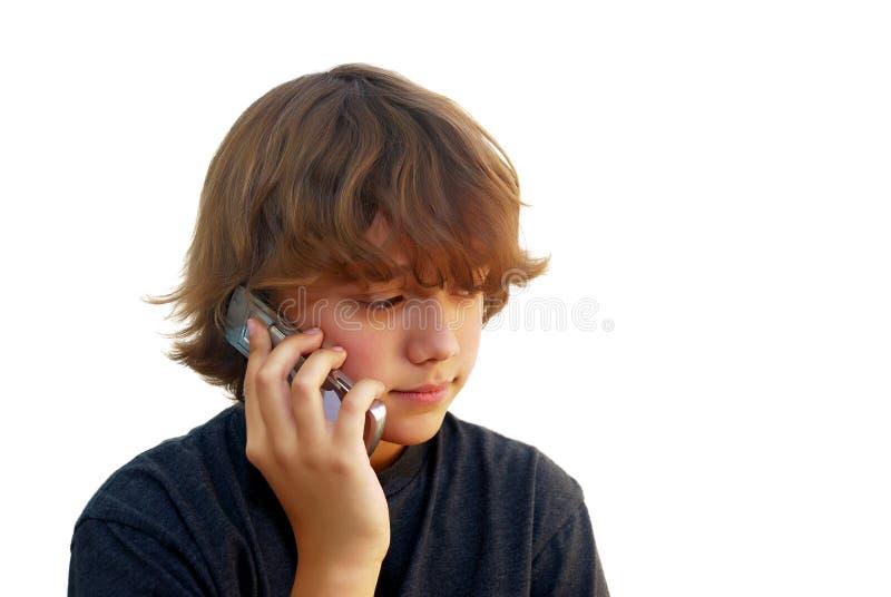 parler de téléphone portable de garçon de l'adolescence photos libres de droits
