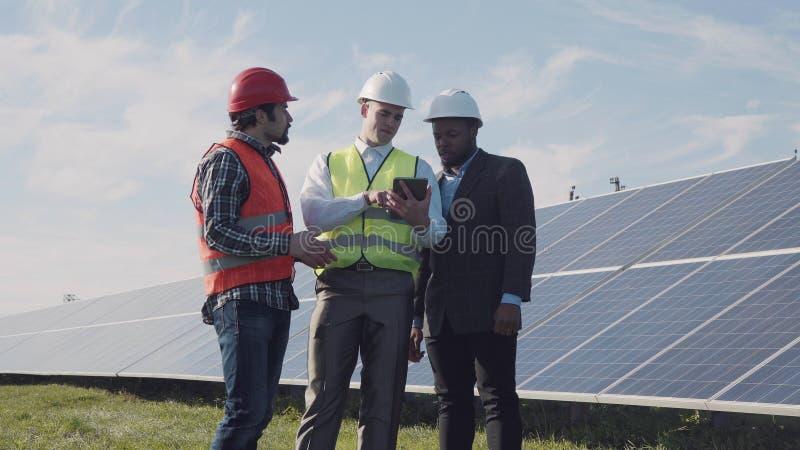 Parlez de l'énergie solaire photographie stock libre de droits